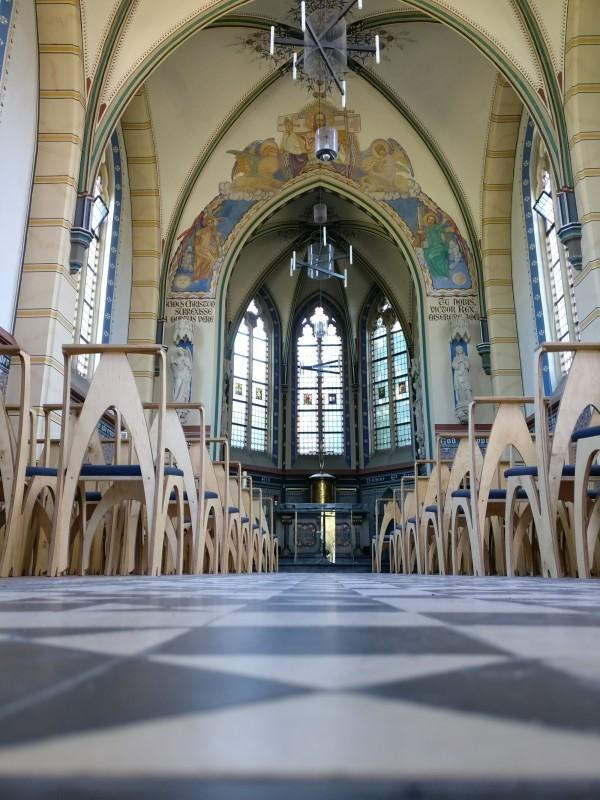 stoelen neogotisch kapel